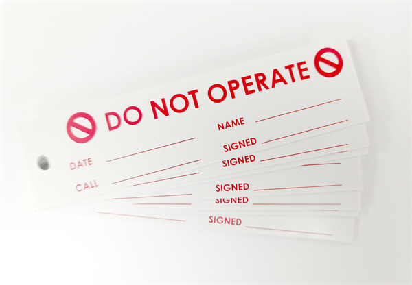 'DO NOT OPERATE' LOCK OFF TAG (x8)